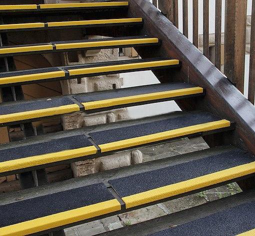 - Protezioni Antiscivolo per scale